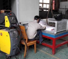 Vacuum welding box