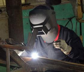 精美真空罐焊接生产车间